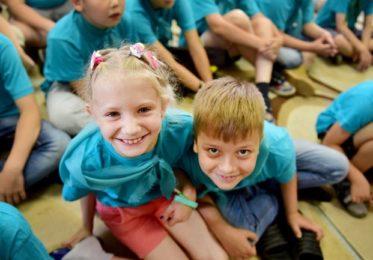 http://maminsayt.ru/detskij-sad-i-shkola/srednyaya-shkola/kuda-otpravit-rebenka-na-letnih-kanikulah.html